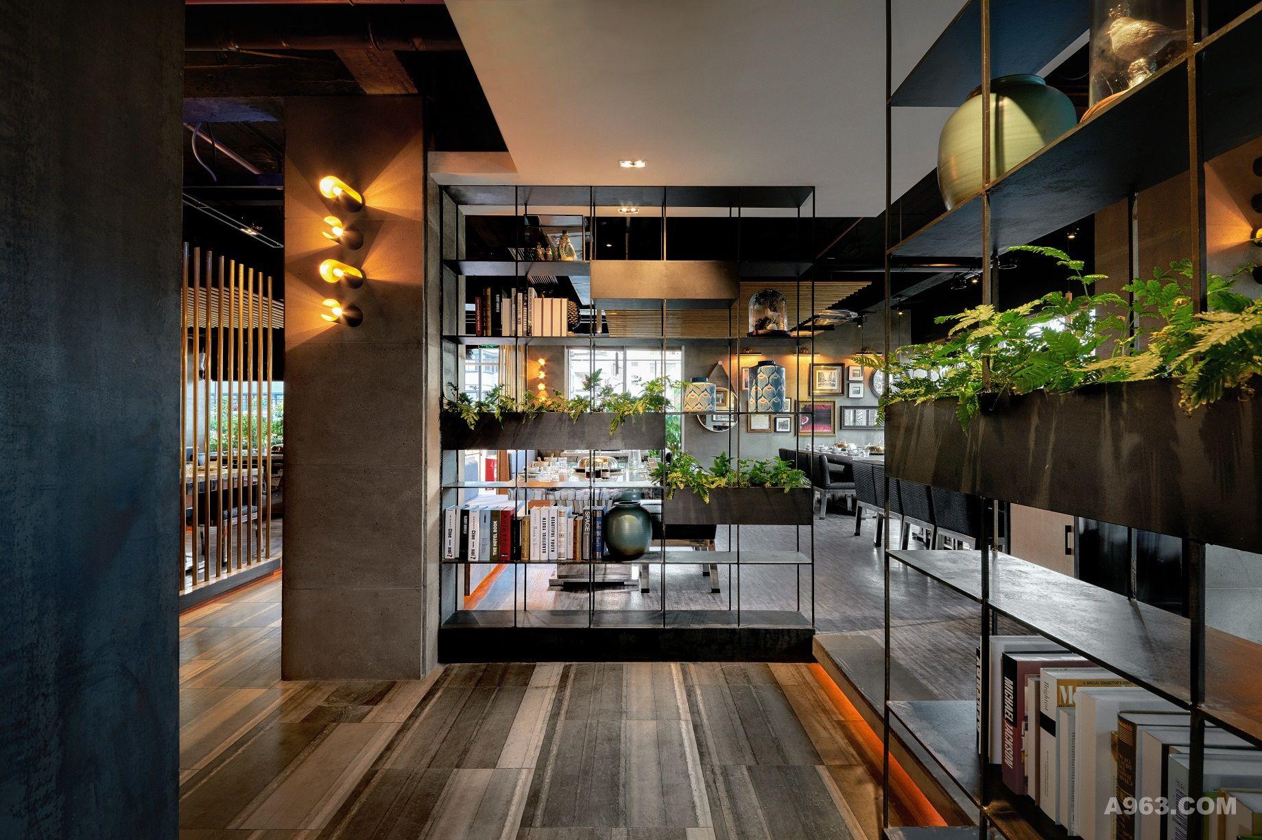 爱丽丝花园·蒸先生火锅餐厅以花园体验式设计,增加用餐环境的